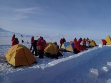 Happy Camper course with a wind barrier made of ice blocks.